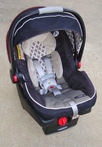 Graco Click Connect Infant Car Seat With Base (Baby & Kids) in ...