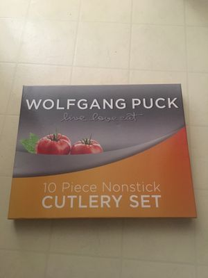 $22 NEW Wolfgang Puck 10 piece non stick cutlery set