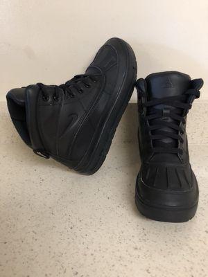 Nike ACG boots size 6.5Y (size 6 y medio )