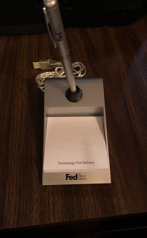 FedexDesktop Post it Holde w Electronic Pen n 4 USB Ports ( Part of a Promotional Incentive! Nice Item!