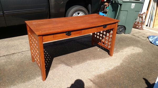 Desk table furniture in edmonds wa offerup for Furniture edmonds wa