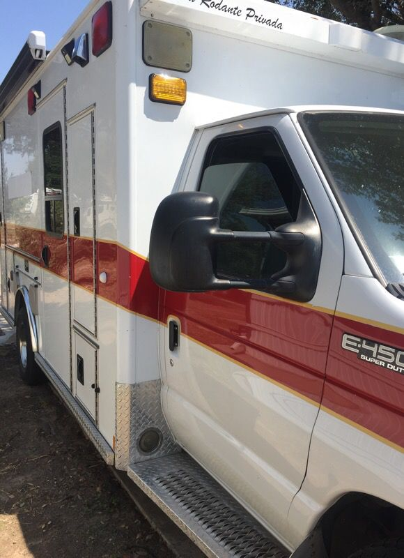 03 E450 Ambulance ONLY 70,000 original miles. 7.3 turbo diesel