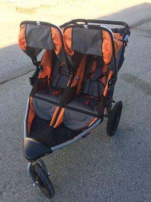 Bob SE duallie double stroller with swivel wheel