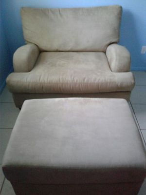 Extra wide chair with ottoman