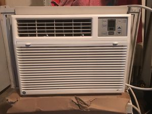 5050 BTU air conditioner in excellent condition blows very cold air