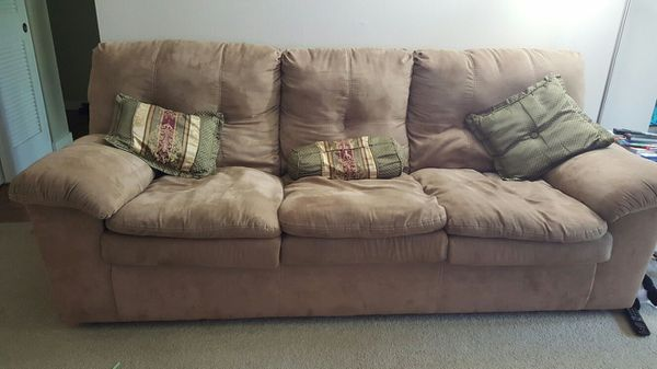 Microfiber sofa couch furniture in bellevue wa offerup for Sofa couch bellevue