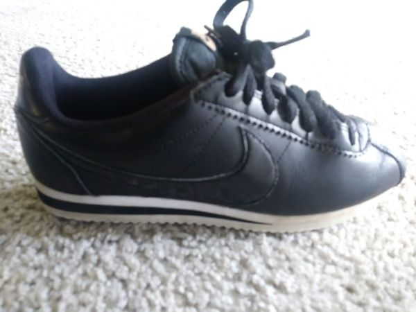 Real Nike cortez shoes for kids size 7! Nice & gently used! 20$ pick up  only! Black & gold with white trim! (Clothing & Shoes) in Fresno, CA