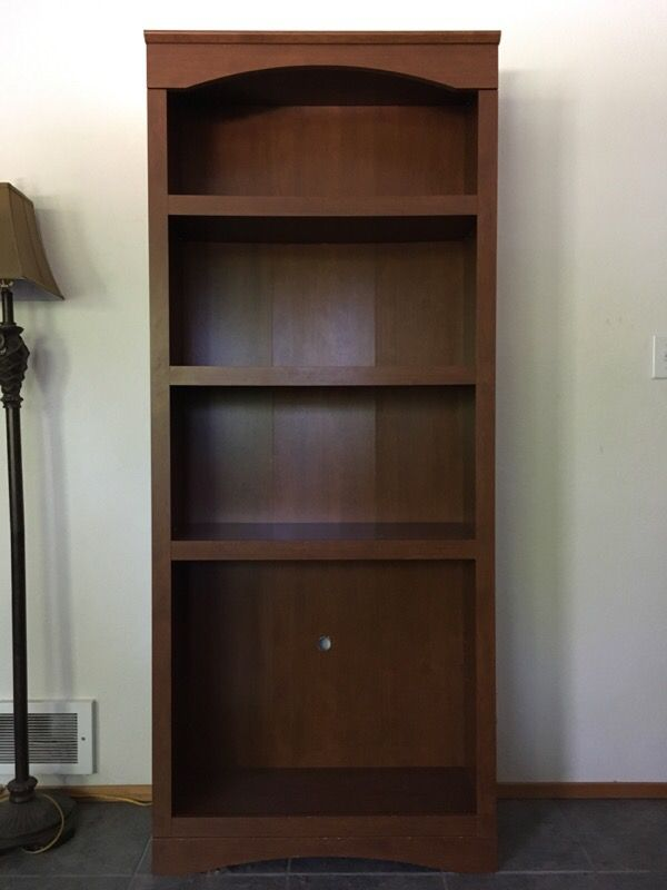 Tall book shelf furniture in everett wa offerup for Bedroom furniture 98203