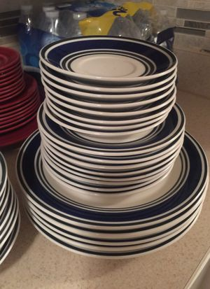 5 large plates, 8 salad plates, 8 small side plates, 7 small bowls