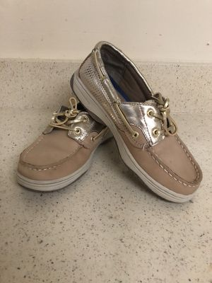 Speery shoes size 4.