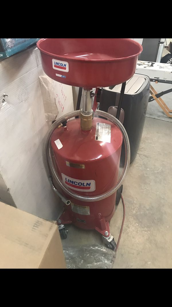 mechanic evacuating lincoln otc category product rolling self drain dow gallon lift outlet pans oil john industries drains equipment car shop