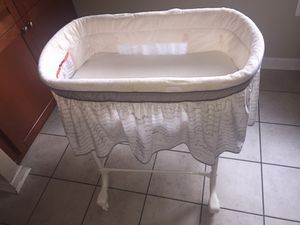 Baby Bed + Pampers (3)