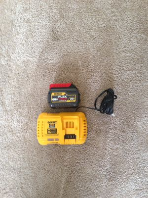 Flexvolt dewalt batery and charger
