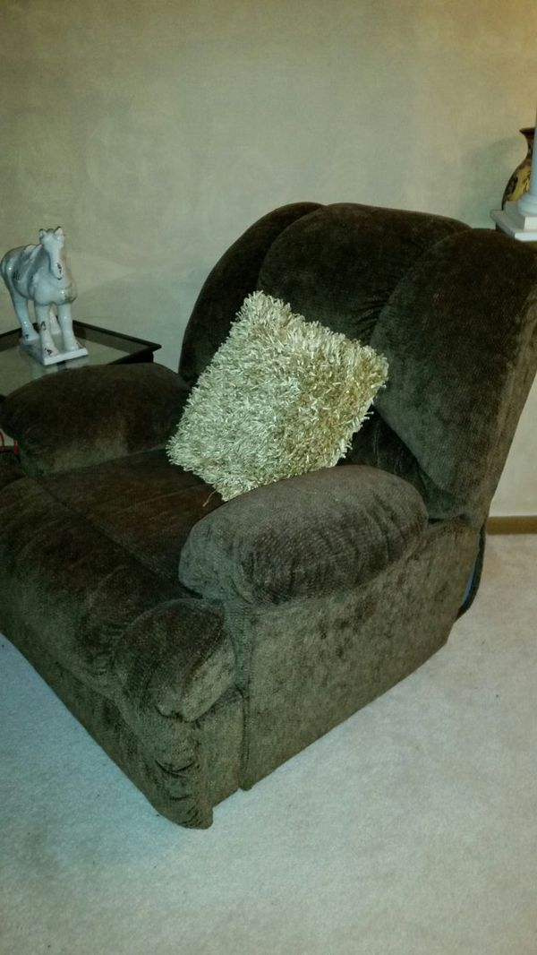 lazy boy recliner chair furniture in hanover park il offerup