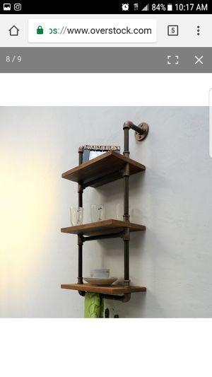 Estantes con madera y tubería