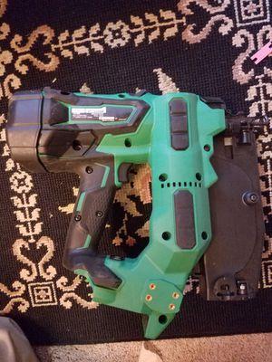 Pistola de clavar Hitachi