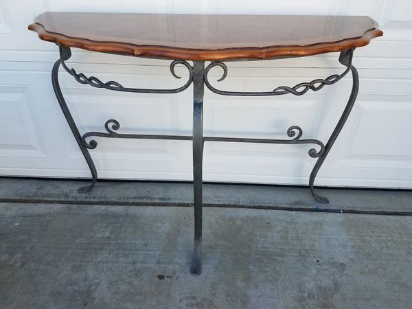 Iron And Wood Entry Table Furniture In Wildomar Ca Offerup