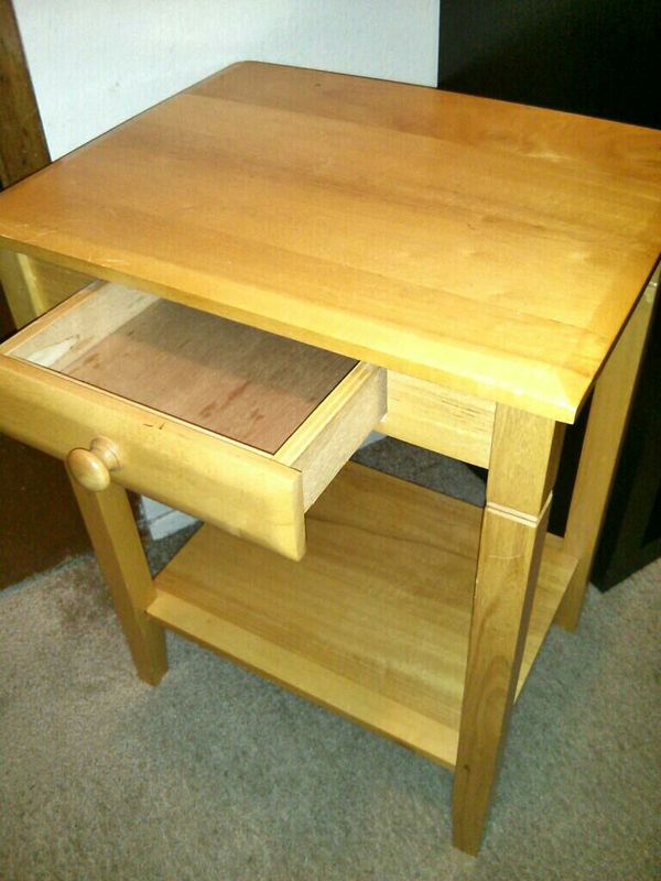 Side table pending furniture in tukwila wa offerup for Furniture tukwila wa