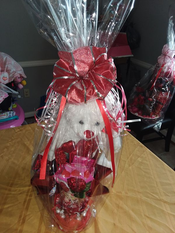 Basket for sale different price and different stuff including victoria  secret cream and body meets 0r pink (General) in Buffalo, NY