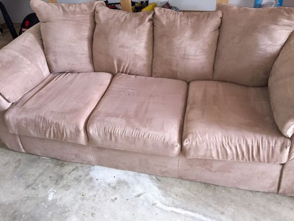 Couch and love seat in great condition furniture in sammamish wa offerup - Ways of accessorizing love seats ...