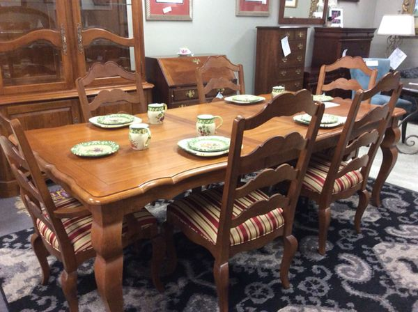 Like New Ethan Allen Dining Table And Or China Cabinet