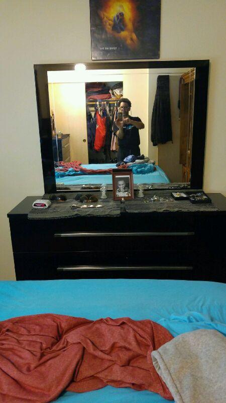 Black dresser bedroom set furniture in bremerton wa for Furniture bremerton