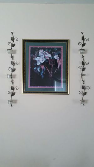 Picture and wall decor