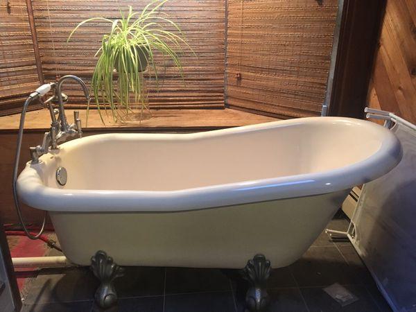Riatoria Resin Clawfoot Tub (Appliances) in Durham, CT - OfferUp