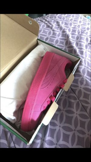 HOT PINK PUMA SUEDE SIZE 5!! BRAND NEW.