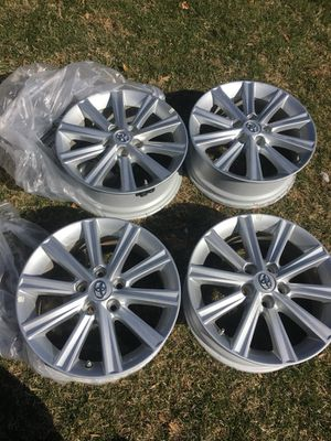 """I'm selling these Toyota wheels 17"""", I am asking for 450 and I have just removed them from a 2017 Toyota"""