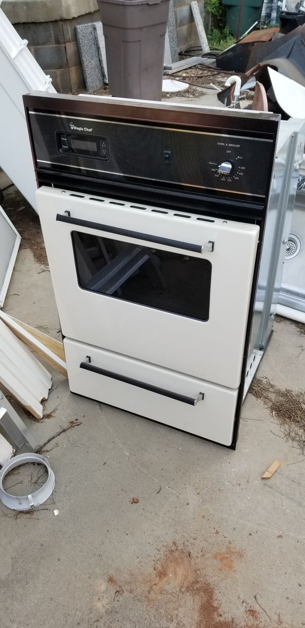 27 inch. Natural gas oven (Appliances) in Greenville, SC