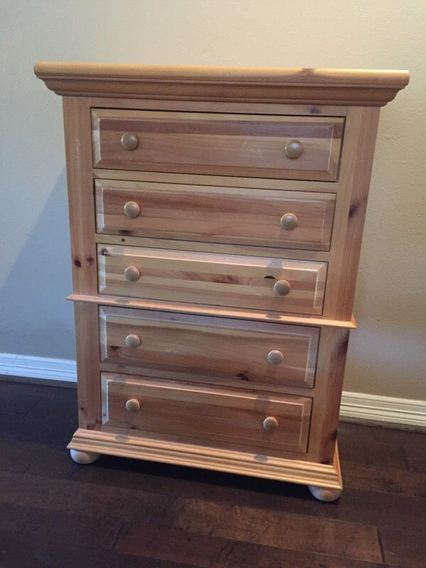 Broyhill Fontana Chest Of Drawers