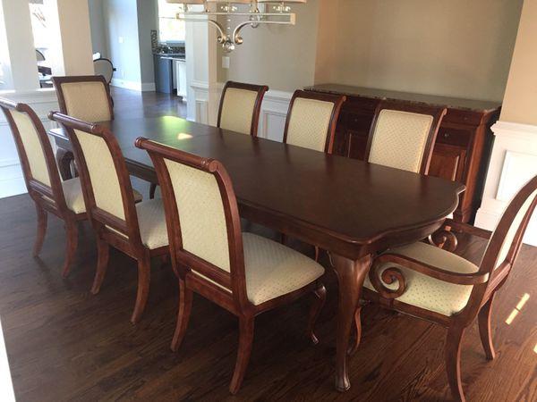 Thomasville Dining Room Table & Chairs (Furniture) in Alpharetta, GA