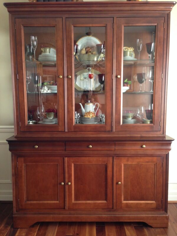 Shermag China Cabinet And Hutch