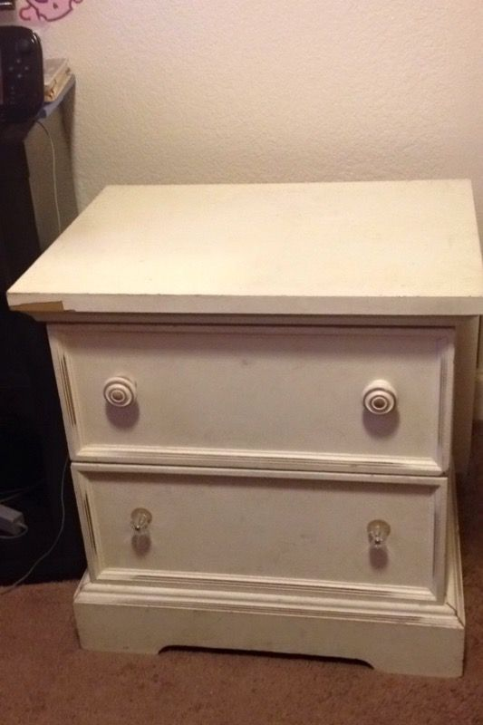 Nightstand furniture in everett wa offerup for Furniture in everett