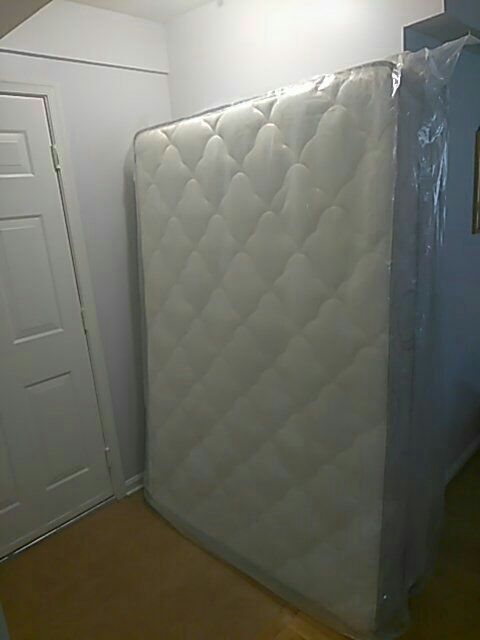 Brand New Full Size Matress w/Box Spring & Frame!😁OBO!