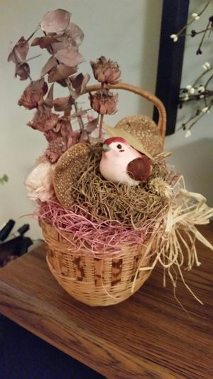 Small floral basket with little bird