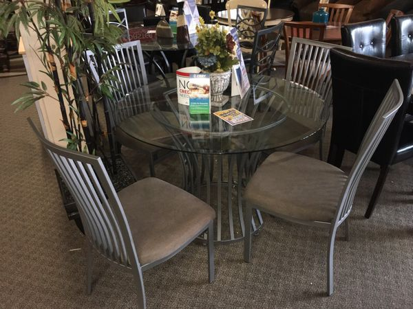 Round Dining Table Set We Offer No Credit Check Financing
