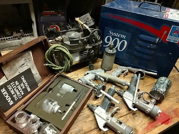 System 900 paint system, Badger Airbrush Kit and 5 paint guns ...