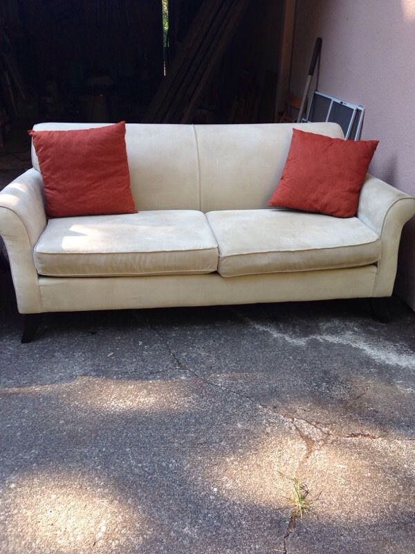 Couch and love seat furniture in shoreline wa offerup - Ways of accessorizing love seats ...