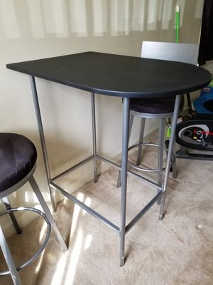 Barstool table and matching 2 barstools