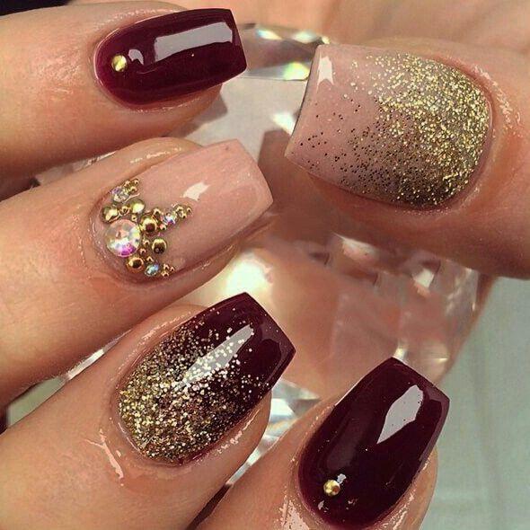 Trabajo poniendo uñas acrilicas (Beauty & Health) in Miami Beach, FL