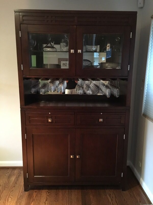 Hutch china cabinet furniture in seattle wa offerup for Furniture movers seattle