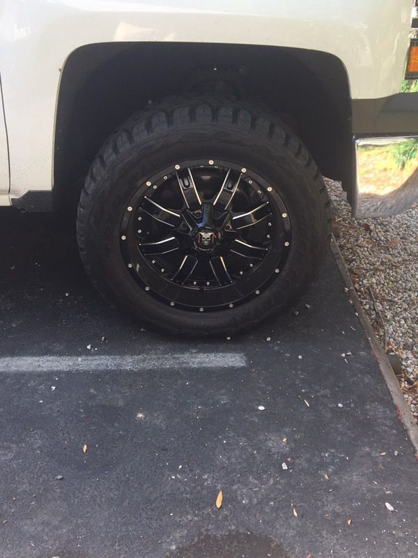 20\' rims on 33\' tires. My loss your gain. Chevy. (Auto Parts) in ...