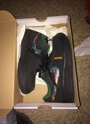 AIT FORCE ONES SIZE 4