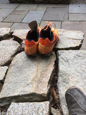 Zapatos de soccer para jugar en buenas condiciones