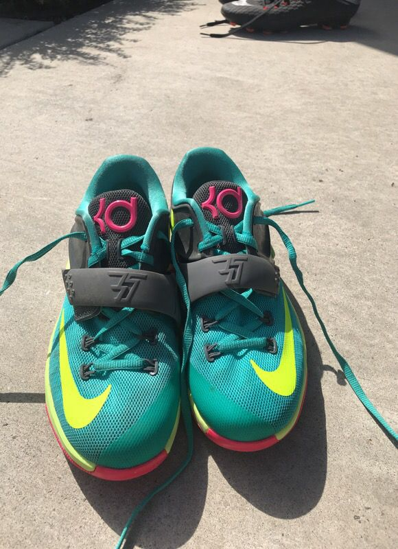 Nike running shoes, KD 7's, size: 4 in kids, good condition,