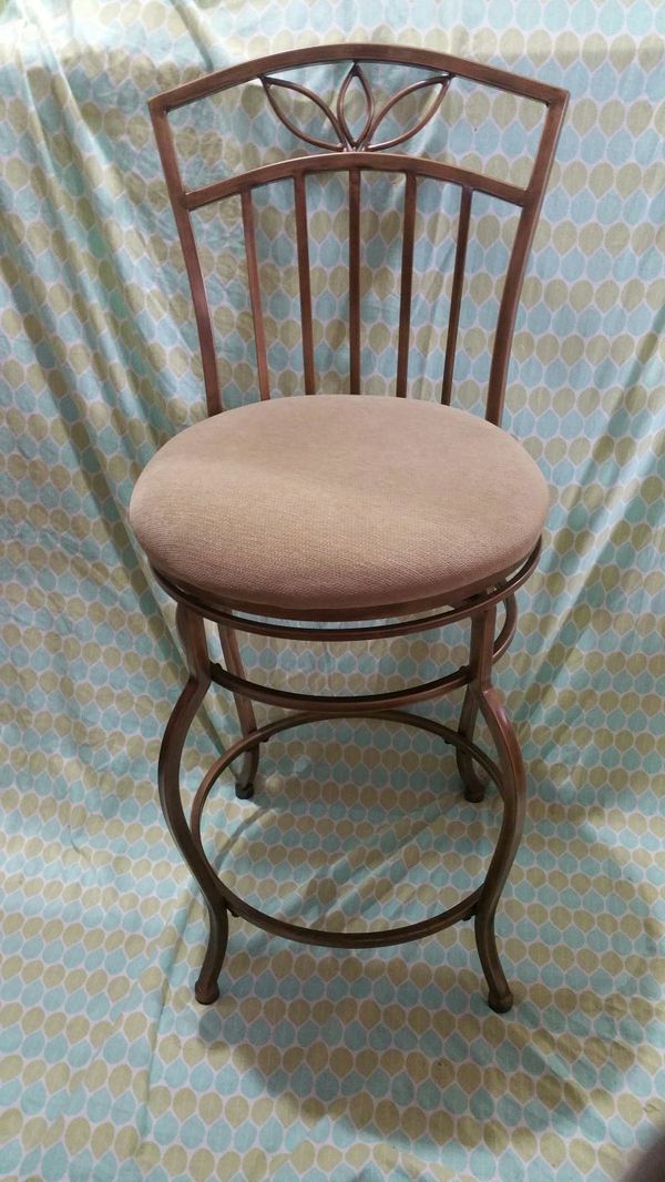 Rod iron cushion stools silverdale poulsbo bremerton for Bedroom furniture 98383