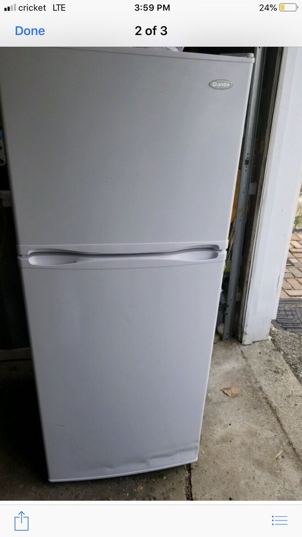 New apartment size refrigerator (Appliances) in Dayton, OH