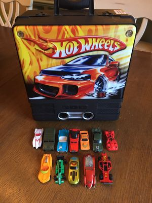 Hot Wheels case with cars